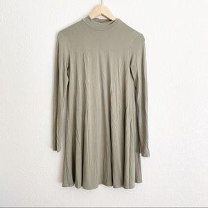 Forever 21 Green Turtleneck Long Sleeve Dress